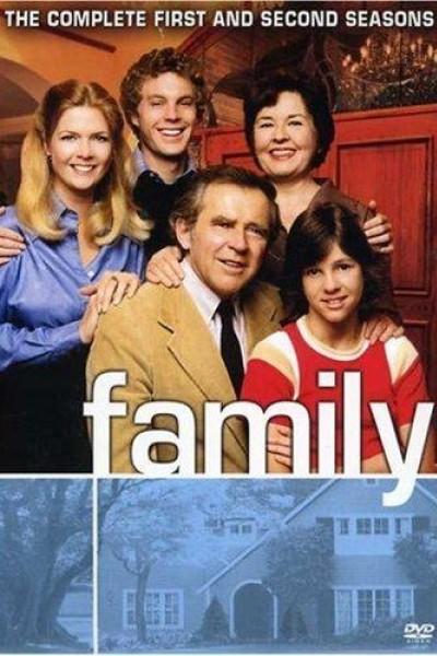 Caratula, cartel, poster o portada de Familia