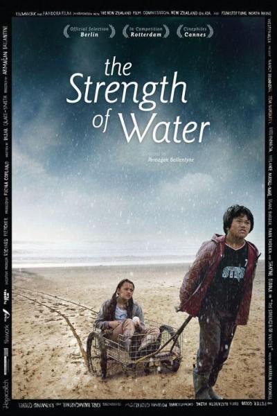 Caratula, cartel, poster o portada de La fuerza del agua