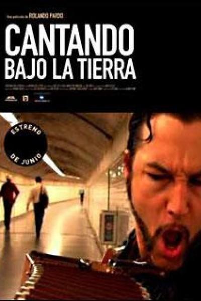 Caratula, cartel, poster o portada de Cantando bajo la tierra