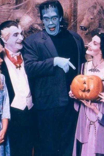 Caratula, cartel, poster o portada de La familia Monster hoy