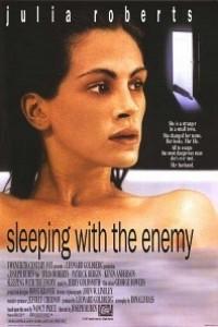 Caratula, cartel, poster o portada de Durmiendo con su enemigo