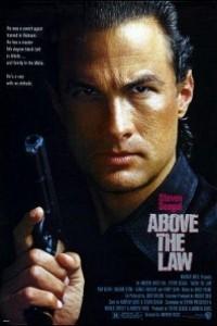 Caratula, cartel, poster o portada de Por encima de la ley