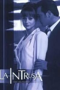 Caratula, cartel, poster o portada de La intrusa